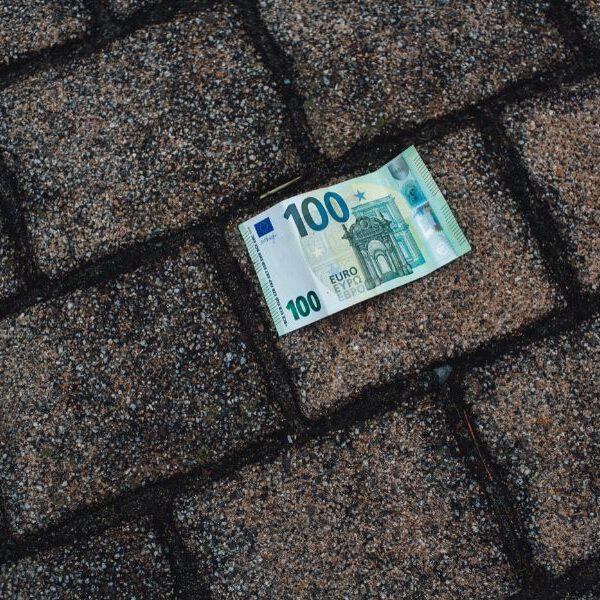 Du findest 100 Euro auf der Straße - was machst du damit?